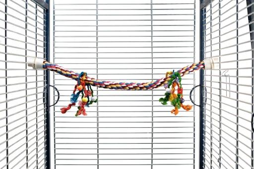 Beeztees Katoenen papegaaien zitstok met gekleurde speeltjes.