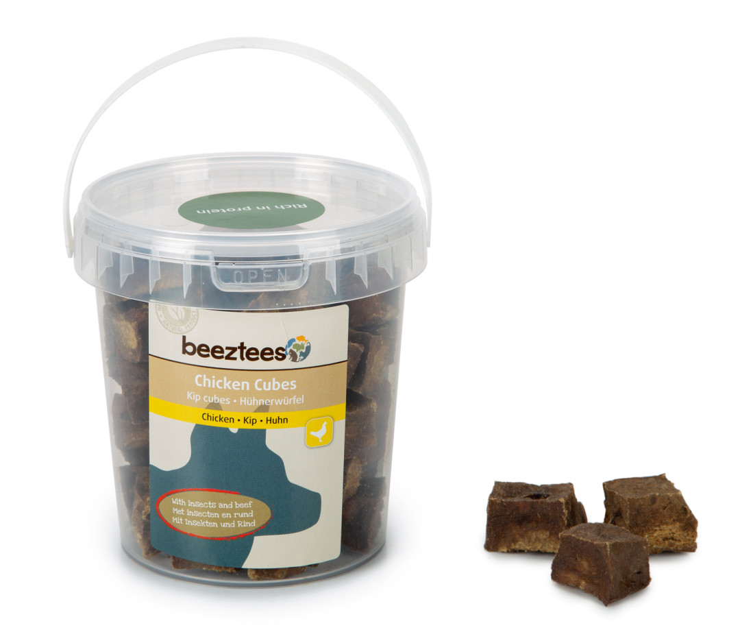 Beeztees Kip Cubes met Insecten en Rund 250 gr